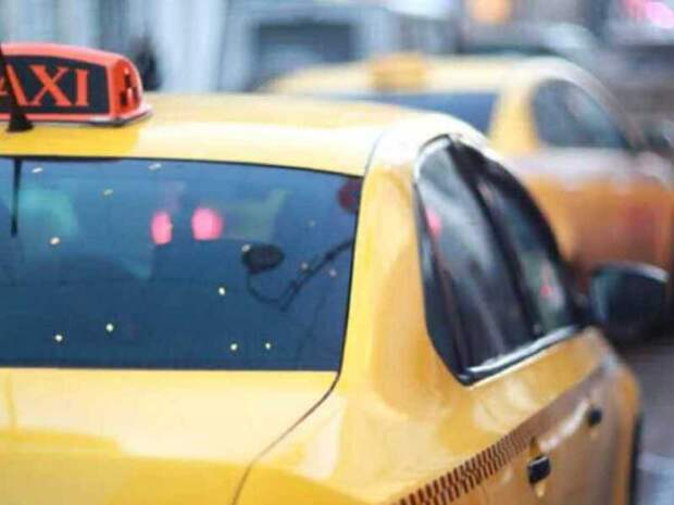 В Петербурге таксист напал на пассажирку, отказавшуюся доплачивать за проезд