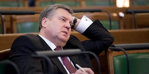 """Латвийский депутат предложил говорить с Россией на """"ненавистном русском"""" ради спасения порта"""