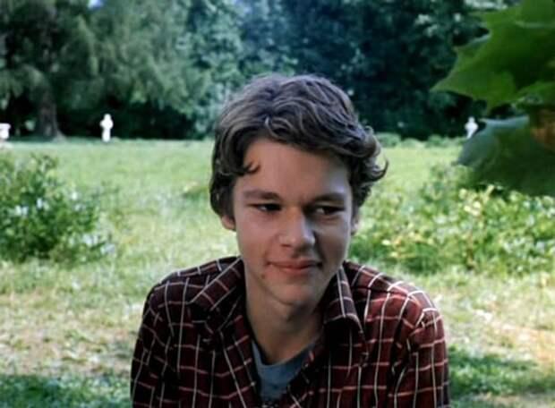 Никита Михайловский сыграл Ромку Лавочкина в 16 лет. Кадр из фильма «Вам и не снилось»