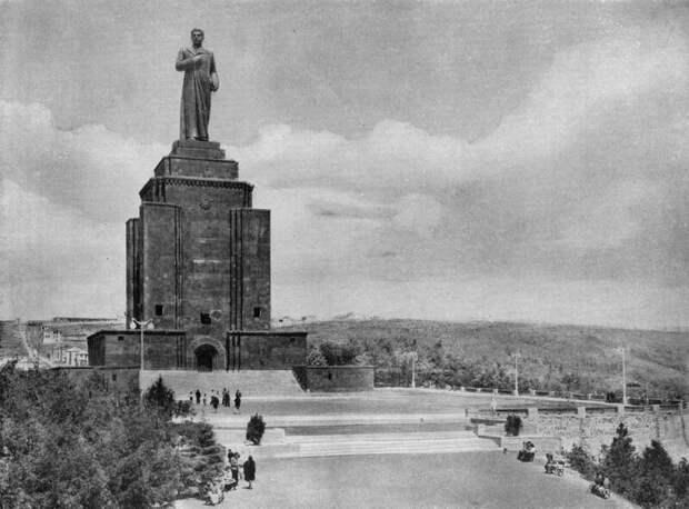 4 факта о создателе скульптур Сталина, который нарисовал эротическую азбуку
