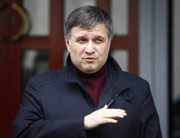 Авакову ничто не мешает досрочно стать новым президентом Украины
