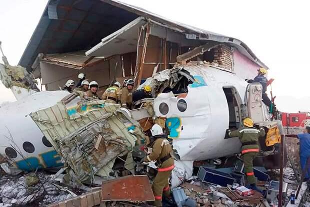 Названы предварительные причины крушения пассажирского самолёта в Казахстане