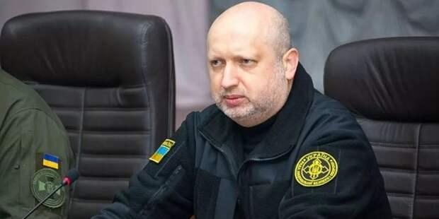 Турчинов предложил Зеленскому начать наступление на Крым