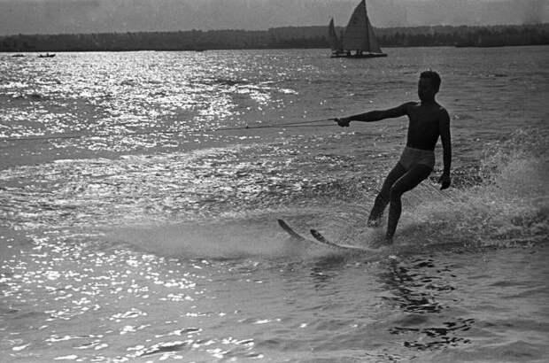 Пляжный отдых в Советском Союзе (21 фото)
