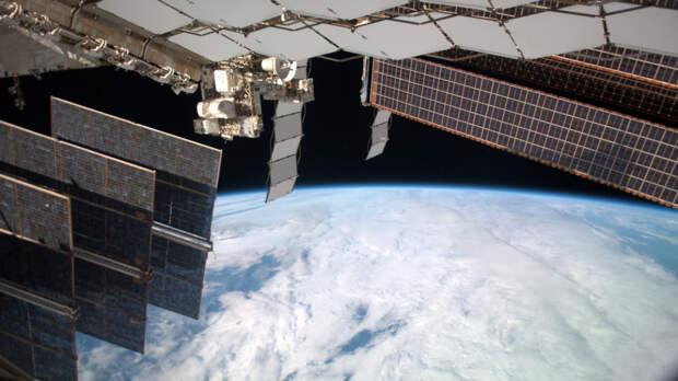 Россия разрабатывает программы управления сотнями спутников на орбите