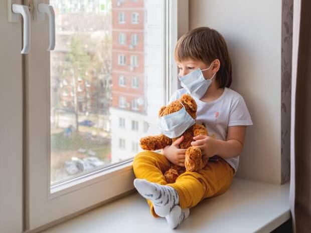 Врач назвал подростков главными распространителями коронавируса
