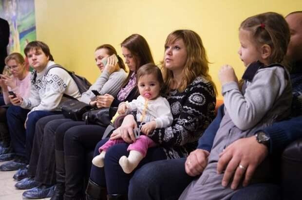 С сентября больничные по уходу за детьми будут считать по новым правилам