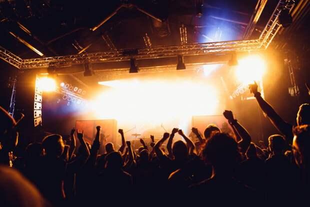 Организаторов зрелищных мероприятий обяжут использовать возрастную маркировку: Новости ➕1, 18.05.2021