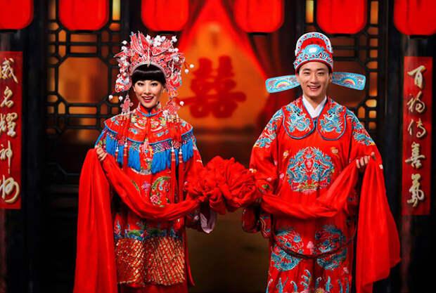 Традиционные китайские свадебные наряды почти всегда красного цвета.