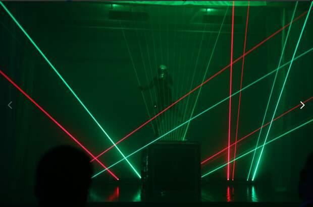 В честь победителей школьных олимпиад в Октябрьском переулке состоялось лазерное шоу