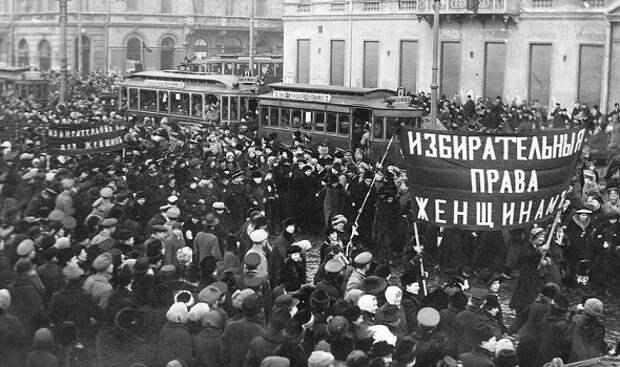 Почему на самом деле революцию в 1917 году начали женщины