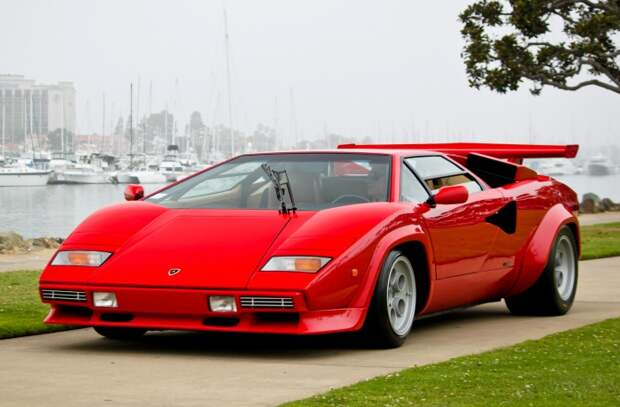Lamborghini Countach - яркий представитель дизайна 1970-х годов.