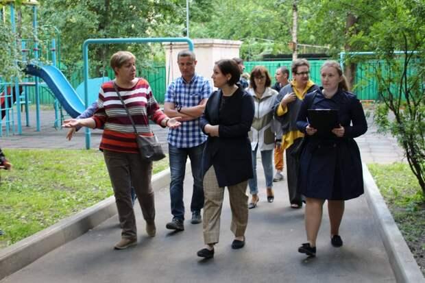 На Маломосковской покрасят ограждение на детской площадке — управа