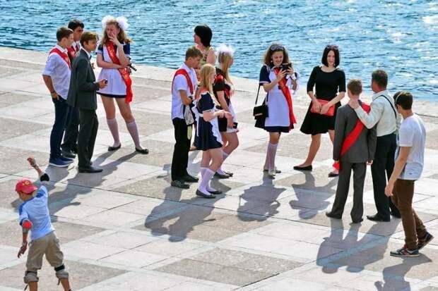 Михаил Развожаев объяснил правила посещения родителями выпускных в школах и детсадах