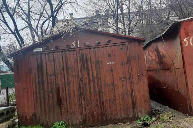 В Симферополе на двух улицах снесут незаконные гаражи и стопперы