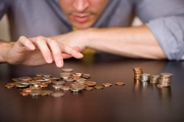 Эксперт назвал причины снижения зарплаты некоторых россиян