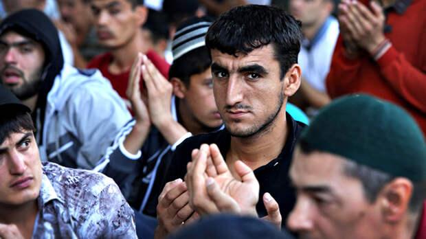 """В Самарской области все стены часовни Серафима Саровскогорасписали надписями """"Смерть урусам"""" и """"Аллах акбар"""", а в святой источник вылили солярку"""