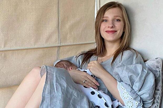 """Лиза Арзамасова поздравила их с Ильей Авербухом сына с первым месяцем со дня его рождения: """"Это какой-то восторг"""""""