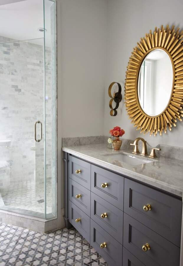Гламурное зеркало в золотой оправе