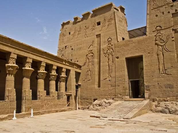 Артефакты истории. Стелла фараона Хуфу