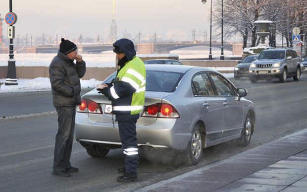 Инспектор хочет заглянуть в багажник: откроете или нет?
