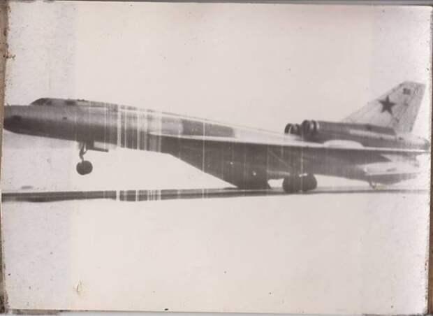 Фоторепортаж из 70-х. Нештатная посадка Ту-22 или айс-дрифт