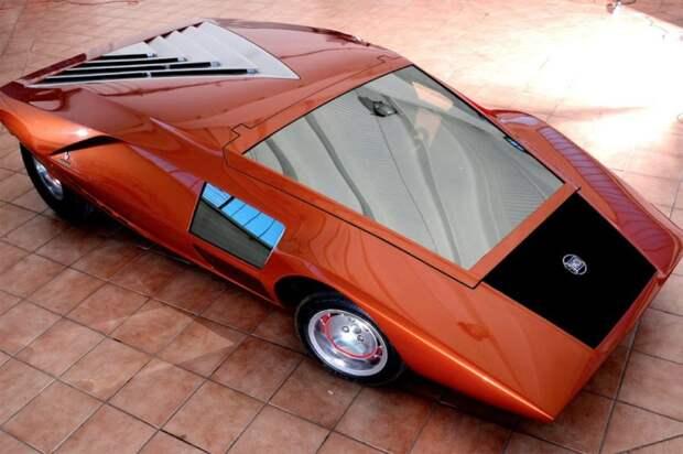 Непростая посадка в Lancia Bertone Stratos.