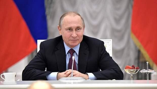 Путин о зарплатах бюджетникам: надо с дубиной стоять, чтобы их повышали