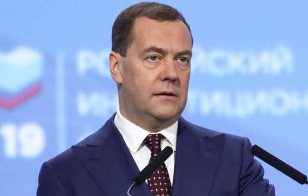 Медведев будет лично контролировать реализацию нацпроектов на местах