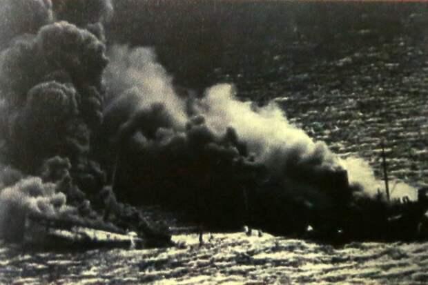 С неба корабли бомбила немецкая авиация/Из личного архива
