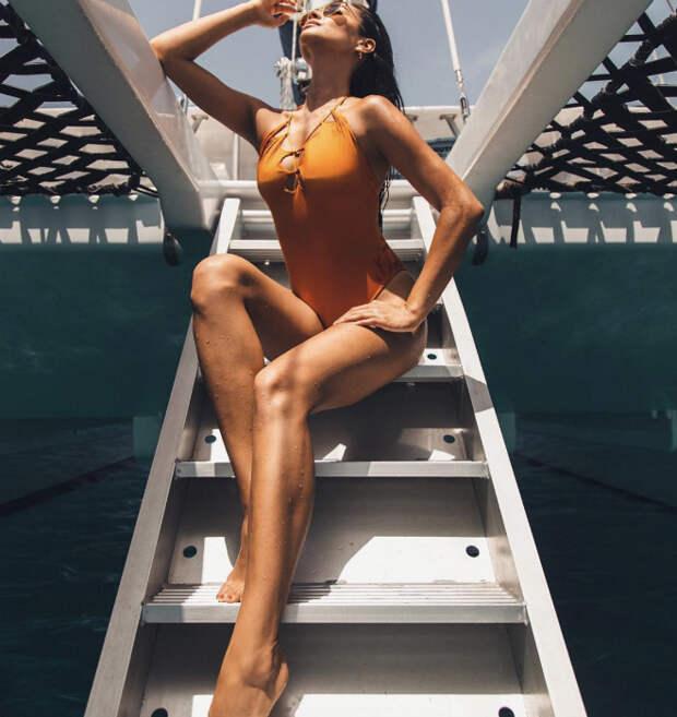 Ножки Барби: девушки вышли на пляж и теперь сходят с ума от нового тренда