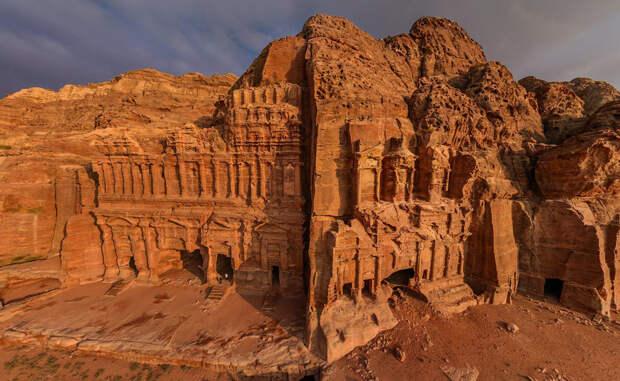 Петра: откуда взялся затерянный город, который выдолблен в скалах