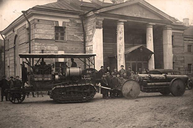 Звезды Кремля и тракторы в полях. Интересные вещи с Обуховского завода