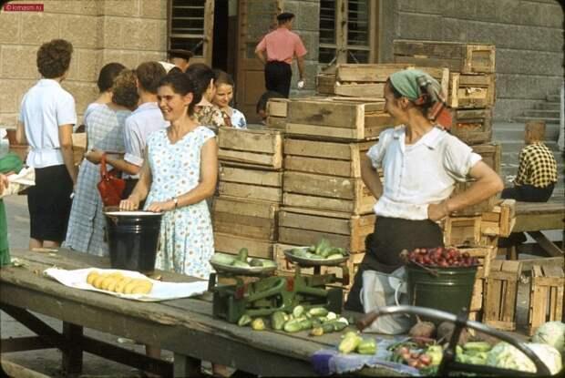 Какими были рынки в СССР (13 фото)