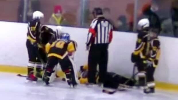 Юный хоккеист получил перелом позвоночника и впал в кому после силового от соперника: видео