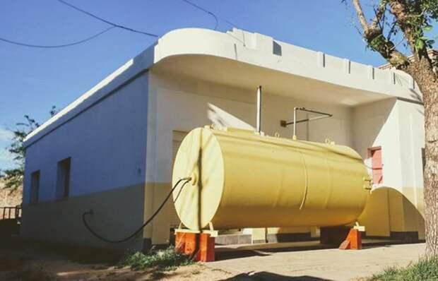 Смелое решение: Во что энтузиаст-дизайнер превратил старый топливный бак рядом со своим домом!