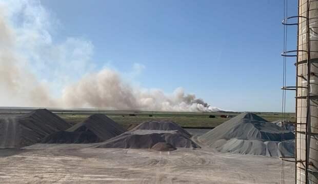 Жители Евпатории страдают от дыма с загоревшейся свалки