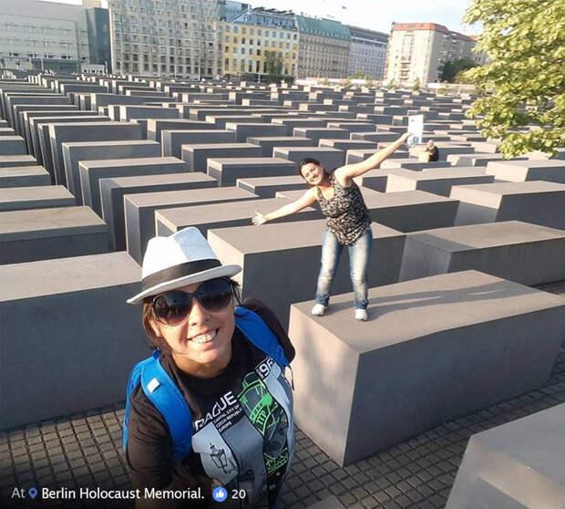 Посещая мемориал жертвам холокоста в Берлине.
