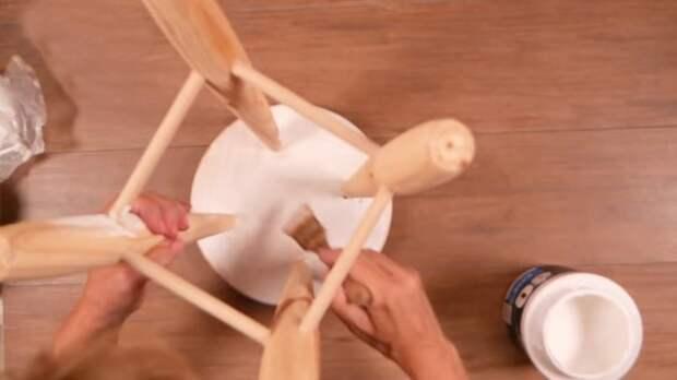 Реальная красотень: замечательная переделка деревянной табуретки — просто и необычно