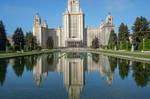Отец сдавшей ЕГЭ в восемь лет россиянки рассказал о ее подготовке к учебе в МГУ