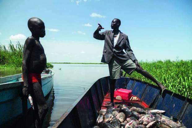 Племя из тысяч людей живет в самом большом болоте Африки и не думает переезжать. Видео