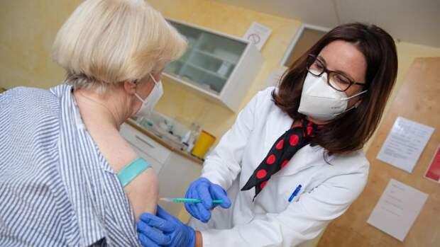 Провальная кампания вакцинации от COVID-19: ускорить невозможно, остается только ждать
