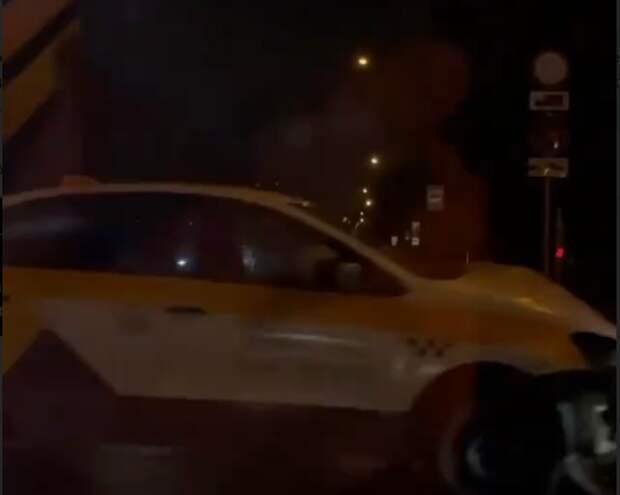 На пересечении улиц Свободы и Фабрициуса столкнулись два автомобиля