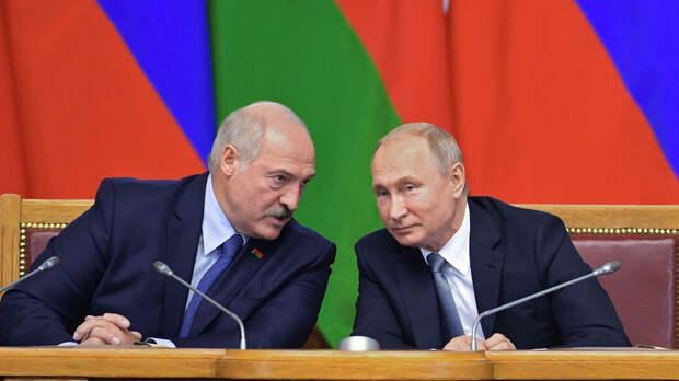 """Лукашенко уточнил, что его """"загнали намертво"""" в одну команду с Путиным"""