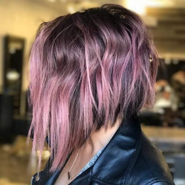 девушка в профиль с сиреневыми волосами