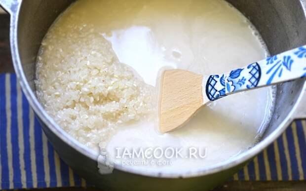 Рис с водой в казане