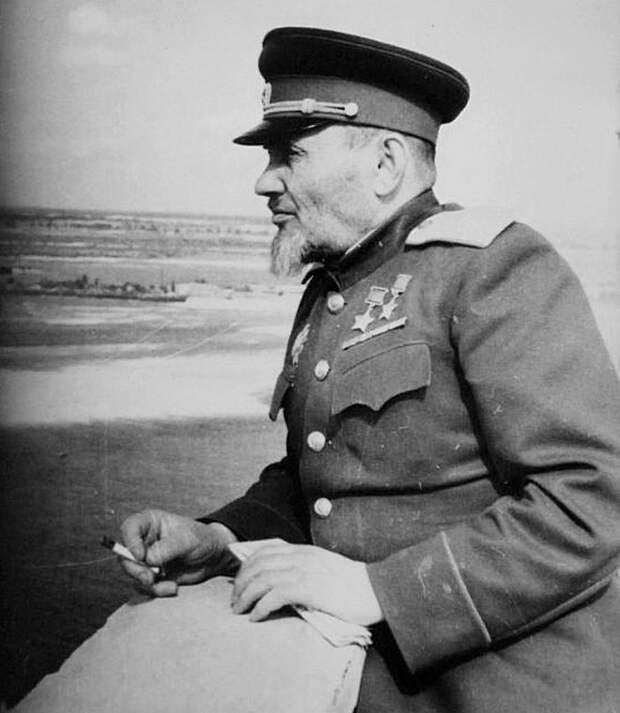 Дважды Герой Советского Союза генерал-майор Сидор Артемьевич Ковпак двадцать лет работал заместителем Председателя Президиума Верховного суда Украины.