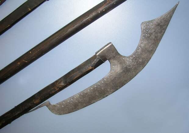 Алебарда: универсальное оружие средневековой пехоты