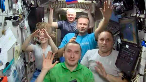 Стартовала миссия по возвращению киноэкипажа на Землю