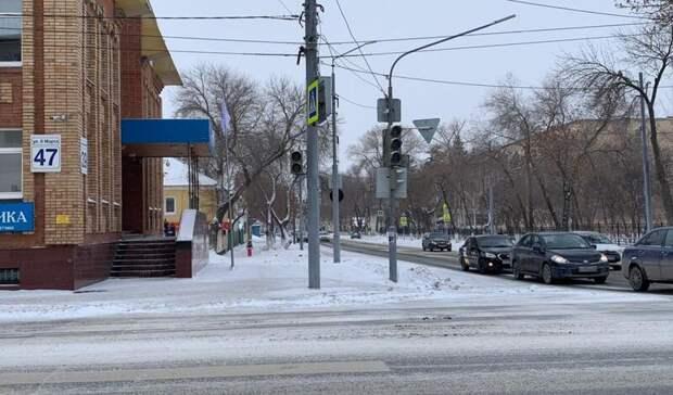 ВОренбурге около роддома наул.8Марта сломались светофоры